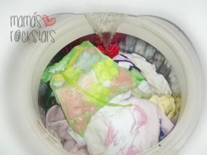 ¿Cómo limpiar los juguetes pequeños de los niños?
