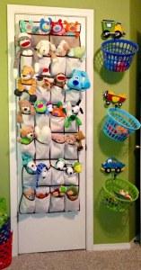 Utilizar zapateras para organizar juguetes