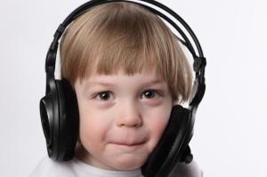 Niños con audífonos